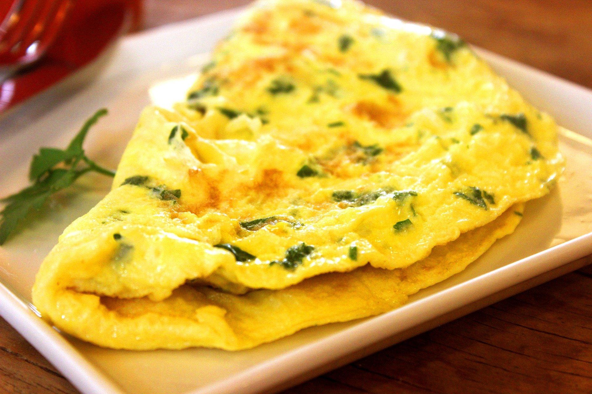 breakfast buffet omelet station